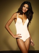 Raica Oliveira wears Ultimo Miracle V Shaped Body, x2