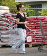 Evangeline Lilly Out &amp;amp; About Barefoot in Hawaii November 7, 2011 HQ x 5