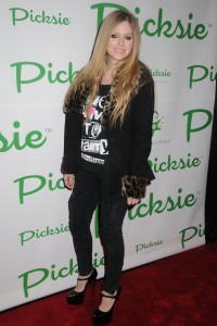 Аврил Лавин, фото 13799. Avril Lavigne - Picksie 2.0 launch at Lucky Strike in NYC, november 22, foto 13799