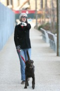Энн Хэтэуэй, фото 5931. Anne Hathaway 'Walking her dog in Brooklyn', february 5, foto 5931
