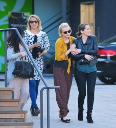 Дианна Агрон, фото 1167. Dianna Agron grabs a late lunch at Cafe Gratitude with Carey Mulligan (Feb. 19), foto 1167