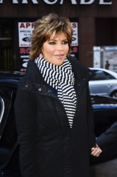 Лиза Ринна, фото 855. Lisa Rinna - 'Today' show in NYC (March 6), foto 855