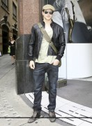 Kellan Lutz out and about in London 04f0b487081115