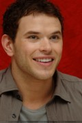 New Kellan Lutz portraits from 'Eclipse' press conference [HQ, tagged] 1cd3c591111784