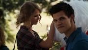 561 screencaps of Taylor Lautner in 'Valentine's Day' 0fb45b96523078